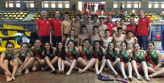 Akizu anai-arrebak Euskadiko waterpolo selekzioarekin lehiatu dira Madrilen - 1
