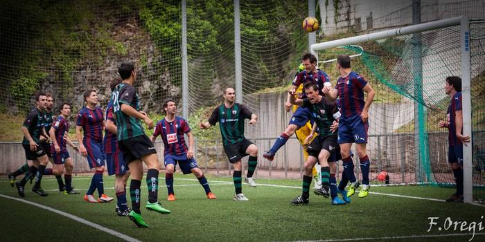 Soraluze futbol taldeak 40. urteurreneko ospakizuna egin zuen Ezozin - 25