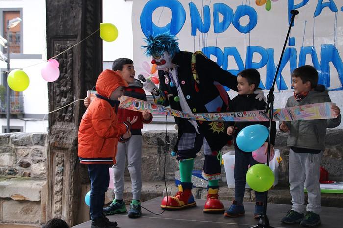 Porrotxek barreiatutako poza Estaziñoko parkearen inaugurazio festan - 30
