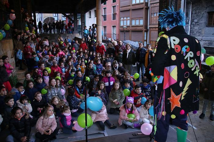 Porrotxek barreiatutako poza Estaziñoko parkearen inaugurazio festan - 9