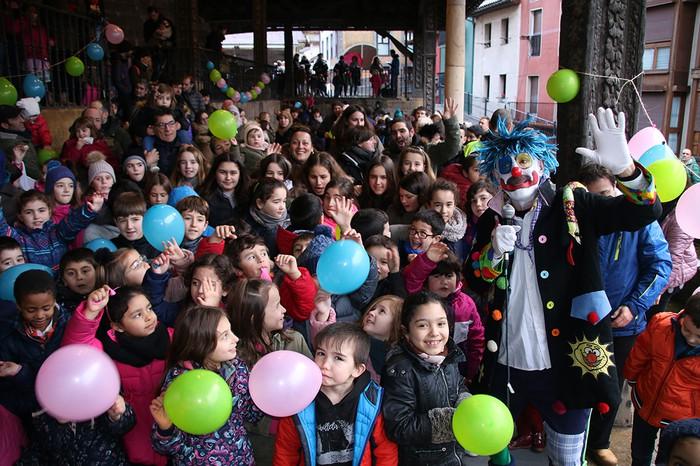 Porrotxek barreiatutako poza Estaziñoko parkearen inaugurazio festan - 33