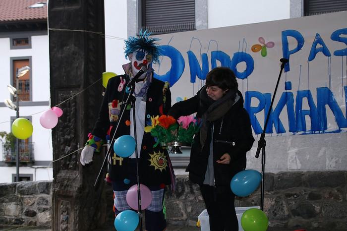 Porrotxek barreiatutako poza Estaziñoko parkearen inaugurazio festan - 24
