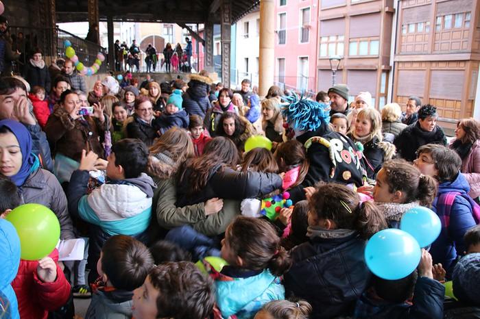 Porrotxek barreiatutako poza Estaziñoko parkearen inaugurazio festan - 34