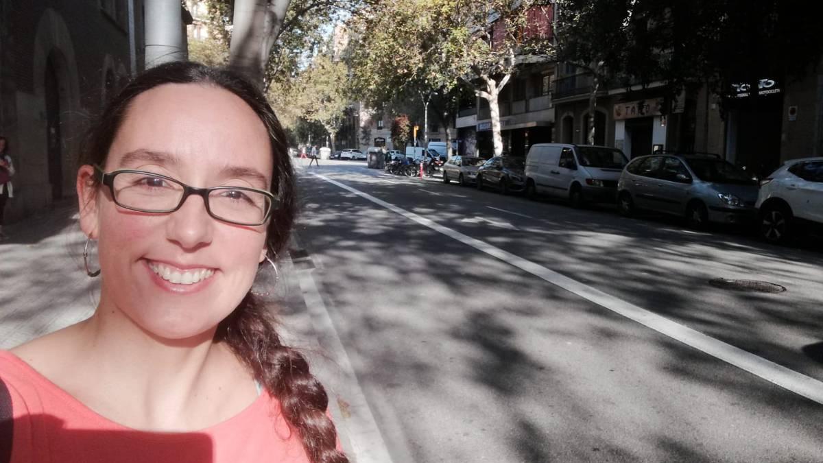 Gauez istilu larriak, egunez, berriz, protesta baketsuak, eta etorkizunarekiko kezka handia Katalunian