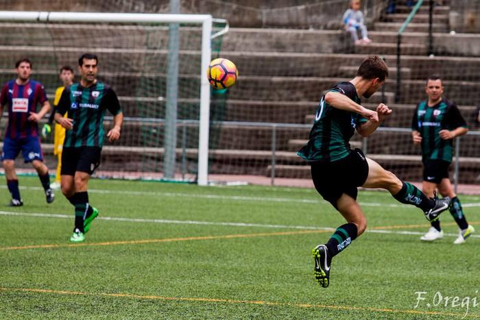 Soraluze futbol taldeak 40. urteurreneko ospakizuna egin zuen Ezozin - 23