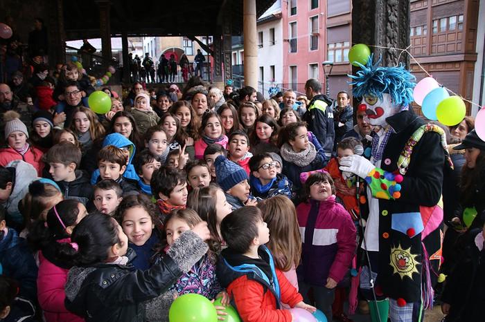 Porrotxek barreiatutako poza Estaziñoko parkearen inaugurazio festan - 31