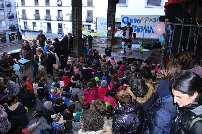 Porrotxek barreiatutako poza Estaziñoko parkearen inaugurazio festan - 18