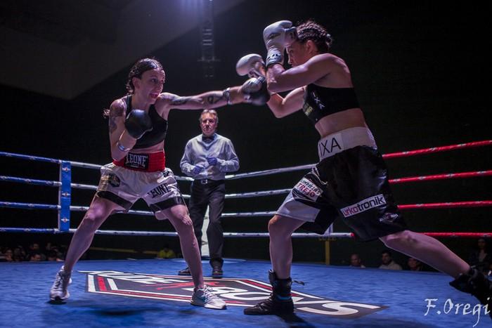 Jendetza eta borrokaldi zirraragarriak zapatuko boxeo-jaialdian - 26