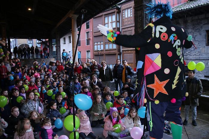 Porrotxek barreiatutako poza Estaziñoko parkearen inaugurazio festan - 8
