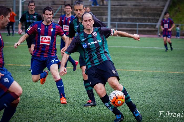 Soraluze futbol taldeak 40. urteurreneko ospakizuna egin zuen Ezozin - 12
