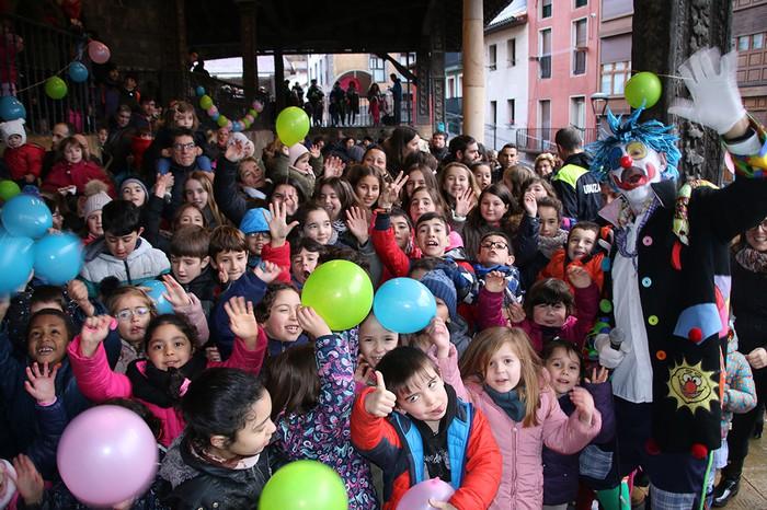 Porrotxek barreiatutako poza Estaziñoko parkearen inaugurazio festan - 32