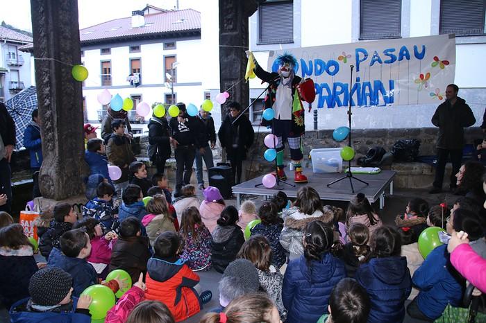 Porrotxek barreiatutako poza Estaziñoko parkearen inaugurazio festan - 15