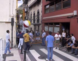 San Roke Txiki Eguna (2002-2003): zezenak, trikia eta umore ona