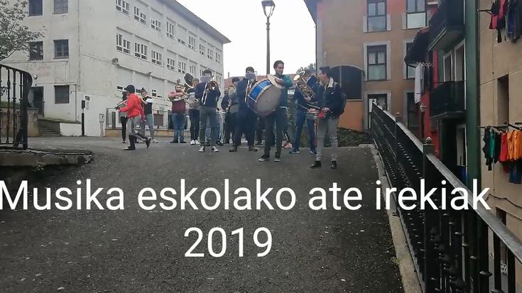Musika Eskolako txaranga kalez kale