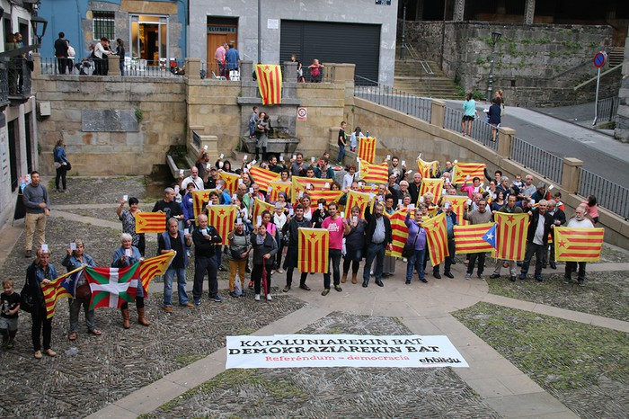 """""""Kataluniarekin bat, demokraziarekin bat"""""""