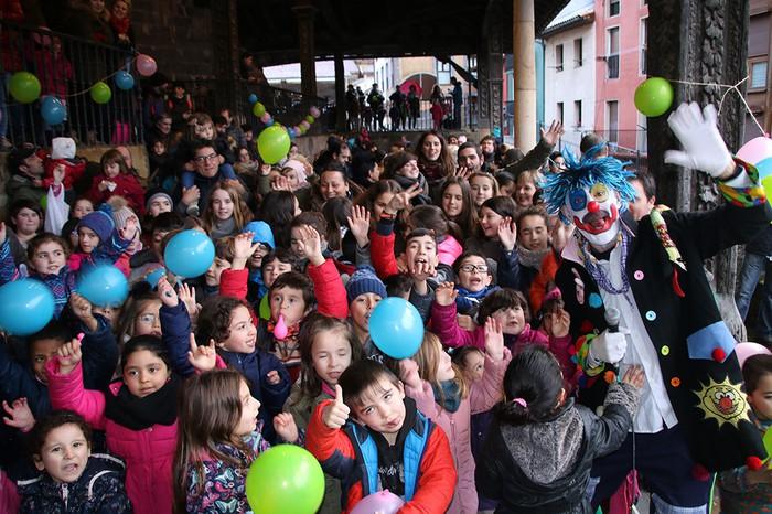 Porrotxek barreiatutako poza Estaziñoko parkearen inaugurazio festan - 49