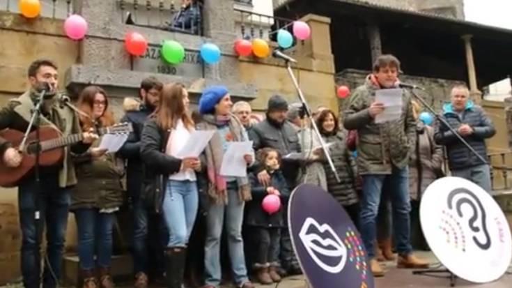 Euskaraldia ekimena aurkeztu dute plazan