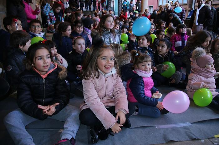 Porrotxek barreiatutako poza Estaziñoko parkearen inaugurazio festan - 11