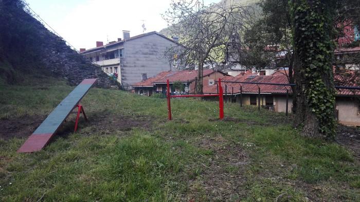 Txakurrendako parkea gertu dago, Atxuriko goiko aldean