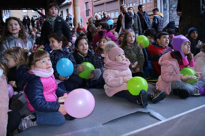 Porrotxek barreiatutako poza Estaziñoko parkearen inaugurazio festan - 12