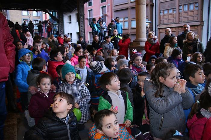 Porrotxek barreiatutako poza Estaziñoko parkearen inaugurazio festan - 16