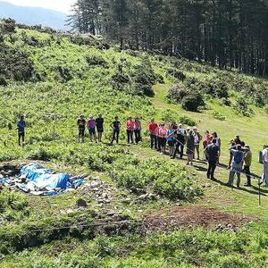 26 lagunek parte hartu dute Dolmenen Ibilbidea erakusteko lehen bisita gidatuan