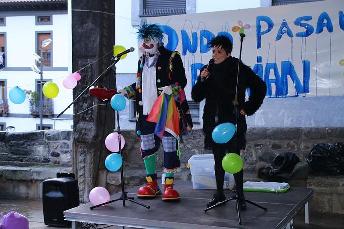 Porrotxek barreiatutako poza Estaziñoko parkearen inaugurazio festan - 19