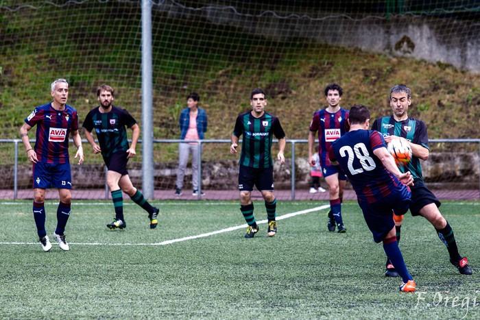 Soraluze futbol taldeak 40. urteurreneko ospakizuna egin zuen Ezozin - 11