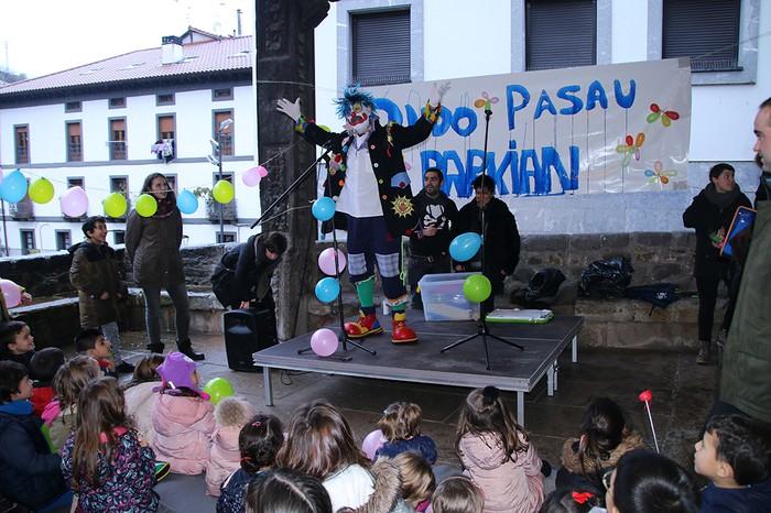 Porrotxek barreiatutako poza Estaziñoko parkearen inaugurazio festan - 5