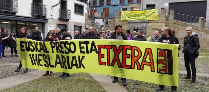 Euskal presoen alde elkarretaratzea egin dute hainbat langilek