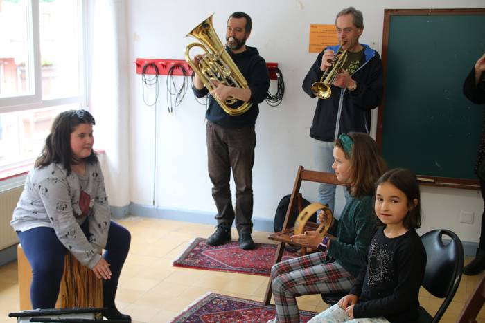 'Musika Tantak', online
