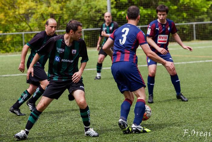 Soraluze futbol taldeak 40. urteurreneko ospakizuna egin zuen Ezozin - 21