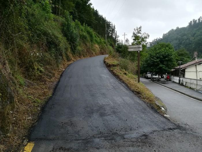 Baserri bideak asfaltatzeko lanak